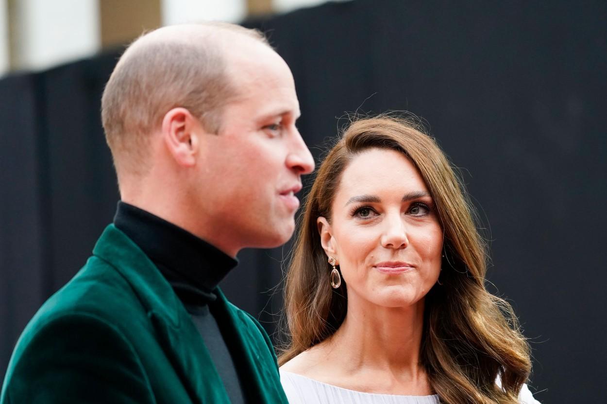 Kate Middleton, fotografiată în timp ce se uită la Prințul William, la gala Earthshor Prize