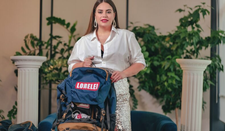 Lorelei Bratu, cu rucsacul în mână, la interviul pentru CaTine.ro