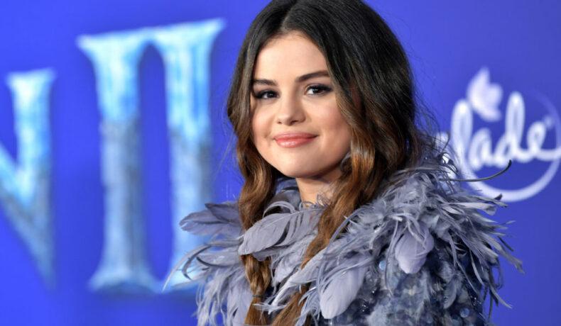 Selena Gomez, fotografie portret, la premiera Frozen 2, în 2019